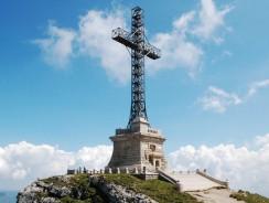 Se reiau lucrările de reabilitare a Crucii Eroilor de pe Caraiman