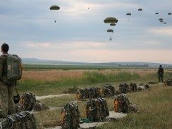 10 iunie: Ziua paraşutiştilor militari