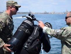 Marinari militari români şi aliaţi se instruiesc pentru contracararea ameninţărilor subacvatice